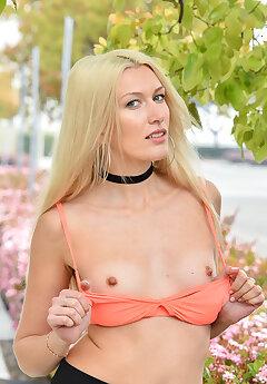 Blonde Voyeur Pics