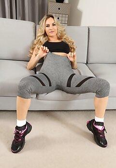 Yoga Pants Voyeur Pics