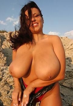 Big Boobs Voyeur Pics