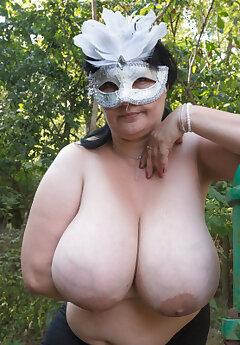 Huge Tits Voyeur Pics