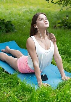 Yoga Voyeur Pics