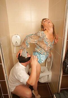 Toilet Voyeur Pics